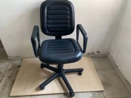 Cadeira Courino com rodinha