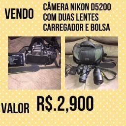 Vendo câmera Nikon D.5200 . pouco tempo de uso com duas lentes carregador - bolsa / bag