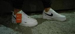 Tênis Nike masculino novo na caixa,na cor branco.