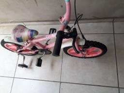 Bicicleta aro 16 bem conservada para menina