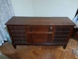 Rádio Vitrola Philips anos 70.