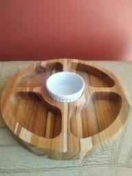 Petisqueira de madeira e porcelana