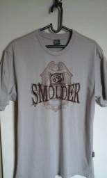 Camisa Smolder e Camisa Fatal Surf gola V, semi novas e originais.
