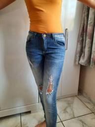 Calça Jeans Destroyed - Tamanho 38