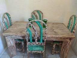 Mesa de Jantar + 4 Cadeiras em Madeira Nobre