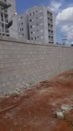 Bloqueiro tudo em alvenaria estrutural de muros barracões e casas frizada e normal