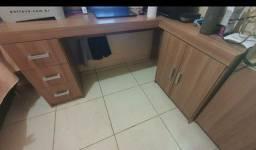 Mesa para escritório + armario