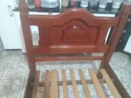 Vendo cama de solteiro em madeira