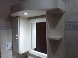 2 Armários de banheiro com Luminária e espelho