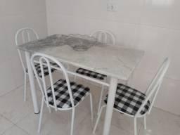 Mesa de jantar com tampo em mármore com 4 Cadeiras Entrego