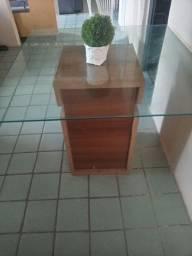 Mesa com base em madeira