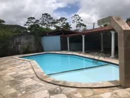 Alugo excelente granja em Aldeia com piscina.