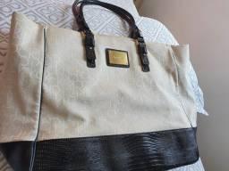 Vendo uma bolsa Calvin Klein usada em perfeito estado, bege com várias divisória.