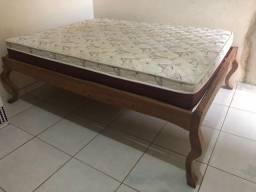 Linda cama de madeira