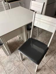Mesa com 4 cadeiras - Entregamos!