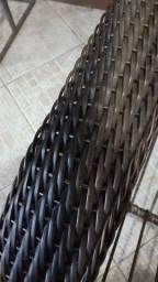 Jogo de poltronas espreguicadeiras com mesinha de fibra sintética