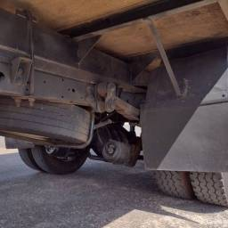 Título do anúncio: Caminhão Mb 710 Baú