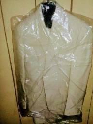 Título do anúncio: Vendo 1 terno completo corte intaliano novo