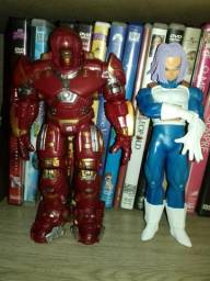 Bonecos Dragon ball e Hulk Buster