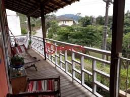 Casa triplex com 4 quartos na Barra do Imbuí.