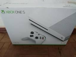 Xbox one s 250 jogos lacrado garantia de 1 ano parcelo