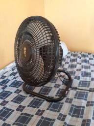 Dois ventiladores em bom estado