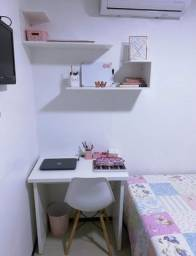 Escrivaninha+ prateleiras (área de estudo simples)