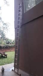 Escada em alumínio profissional