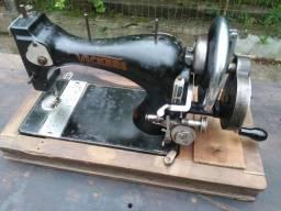Antiga Maquina de costura a manivela marca Vickers
