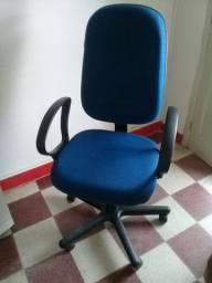 Cadeira P/Escritório grande giratória 280,00