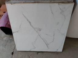 Porcelanato retificado polido 82x82