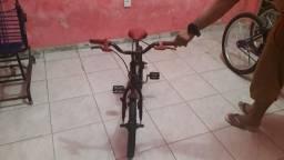 Bicicleta infantil Caloi da Hotwhels em otimo estado