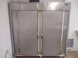 Câmara fria 2.500 litros usada
