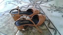Sapato semi novo caminare
