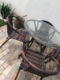 Mesa com cadeiras área externa