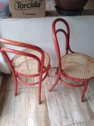 Duas cadeiras thornart em bom estado