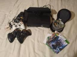 Xbox 360 com Kinect 3 controles e 20 jogos