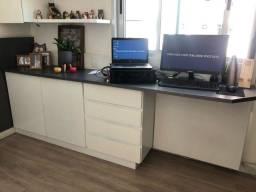 Cabeceira e escrivaninha com gaveta e armário