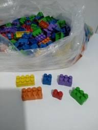 Bloquinhos de montar 700 peças