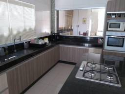 Casa para Venda em Caldas Novas, Turista 2, 3 dormitórios, 3 suítes, 2 banheiros, 4 vagas