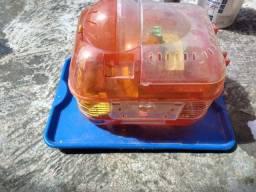 Gaiola de hamster usando