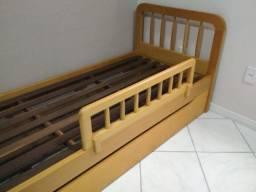 Título do anúncio: Cama em madeira maciça com cama auxiliar