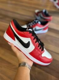 Tênis Nike Air Jordan Low