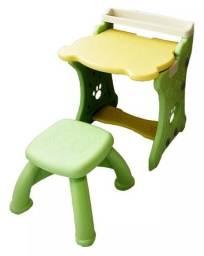 Mesa e lousa para pintura