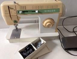 Maquina de costura  e bordado Singer facilita 43 - com motor e peças originais