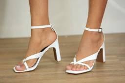 Sandália de saltos feminina