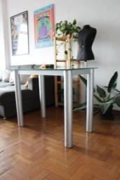 Escrivaninha com tampo de vidro removível