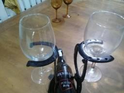 Suporte para garrafa e taças