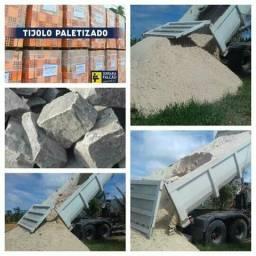 Pedra em bloco e brita e areia