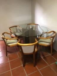 Mesa redonda tampo de vidro/ pé de granito